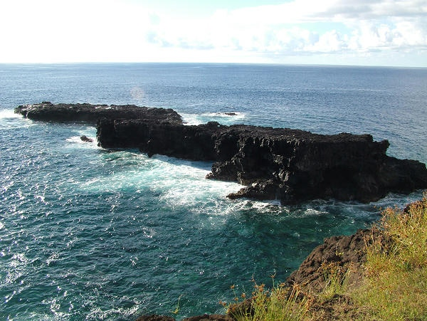 Overlooked basalt quarries exist under the waves at Easter Island