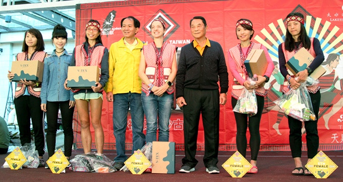Happy runners awarded with V-Tex Shoes