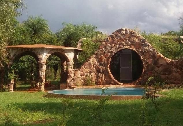 Öko Hobbit Musterhaus in Paraguay