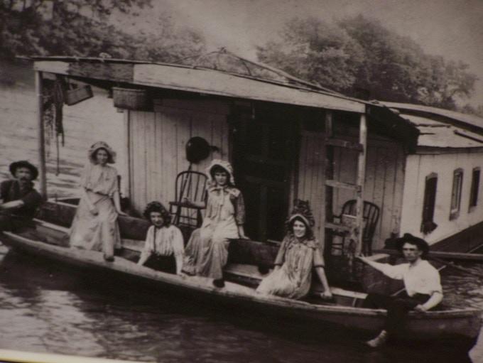 Shantyboat family on the Ohio River
