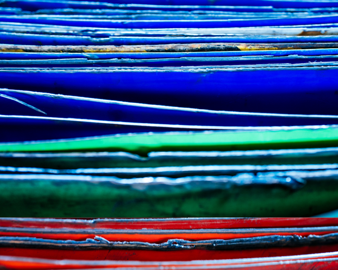 Raw material: colorful metal sheets from recovered barrels
