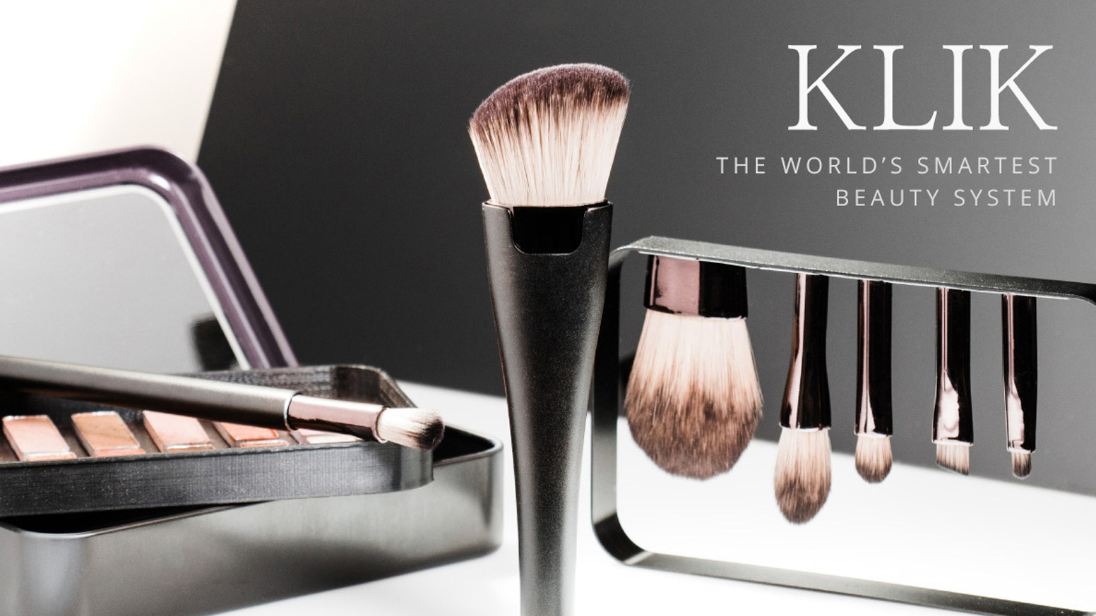 Modular magnetic make-up brushes, a universal make-up palette and an innovative brush drying rack - all within one tiny organizer!