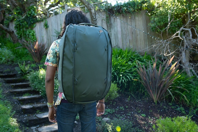 2 zips run along the rear edges of the Duffelpack. When unzipped, the pack can carry a whopping 65L of cargo.