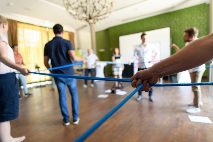 Making people move, think, discuss and decide in a workshop