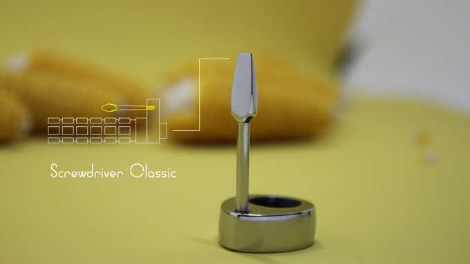 The clip conveniently fixes the device in your pocket and serves as a tool if you suddenly need it.
