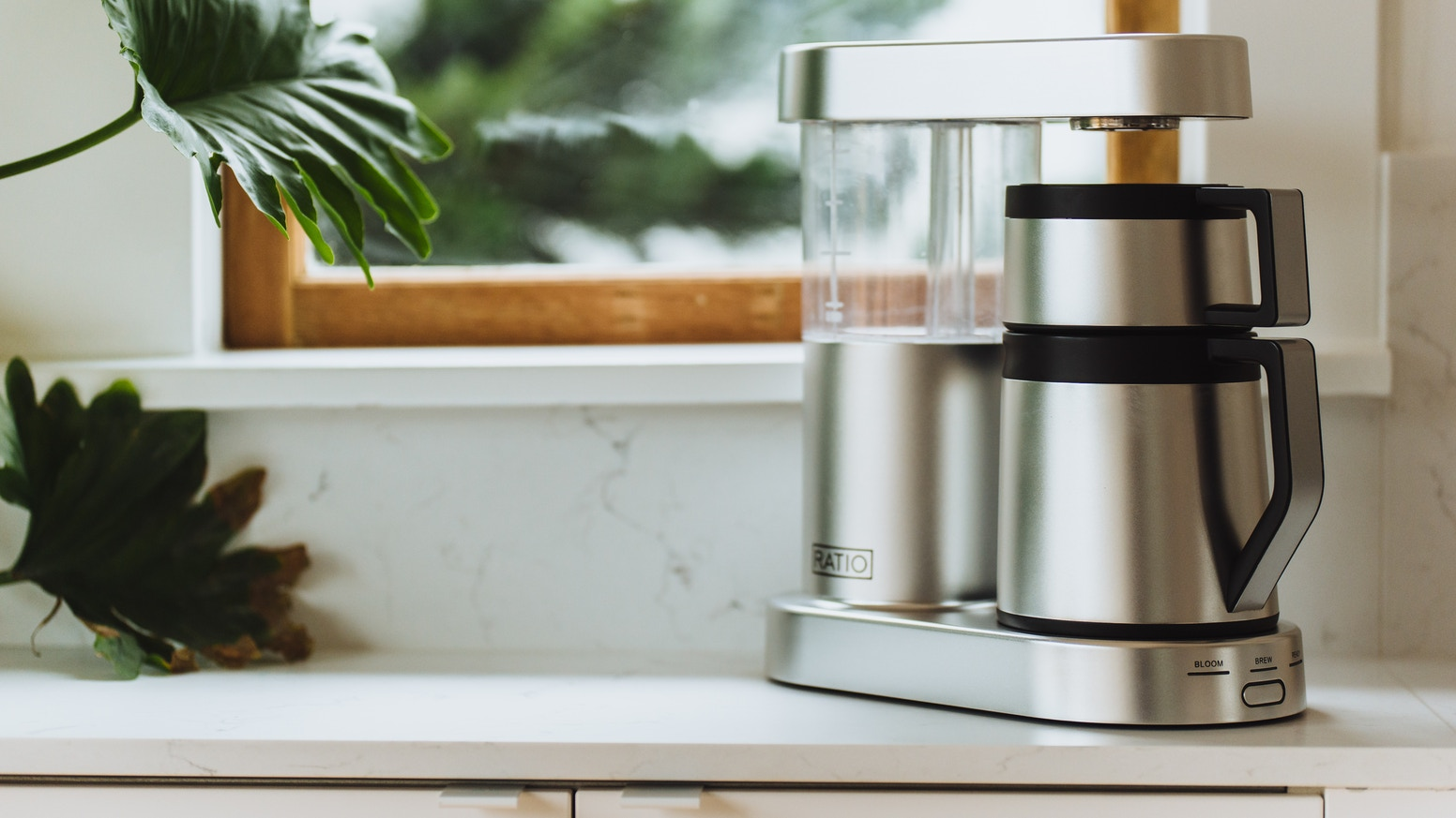 The Ratio Six is a modern, one button coffee maker for those that *love* coffee. Finally, enjoy convenience without compromise.