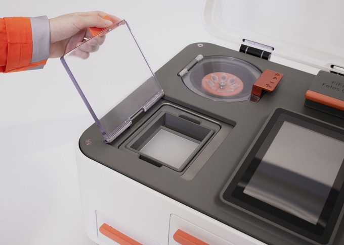 Our gel-dock can accommodate both traditional agarose gels as well as new E-gels