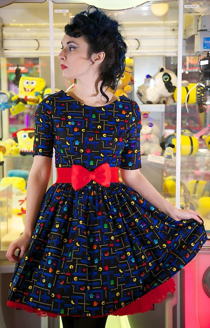 Standard size, short skirt