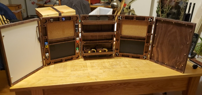 All five panels from the DM's perspective. Everything seen is shipping. (on the walnut panel set),  I'm not shipping my game table.