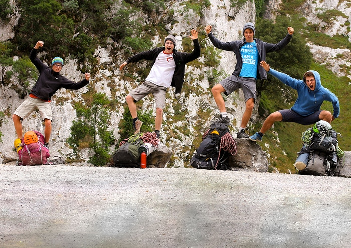 The inspiring journey of four cheeky and funny Belgian friends who leave their indoor climbing gym to climb impressive walls in wilderness areas. The questions they ask are universal, and the emotions with which they experience them are truly touching.