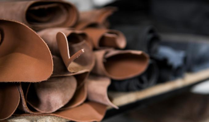 JIBBON | Worlds Best Key Organizer Made From Italian Leather A minimalist, anti-scratch key organizer made from genuine Italian leather and marine grade stainless steel.