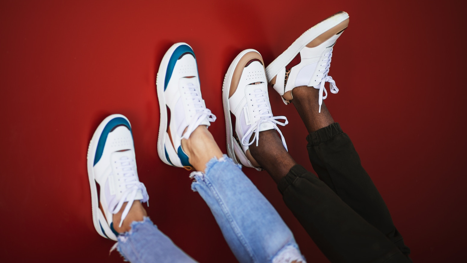 Slow-fashion sneakers made hand by hand in Portugal. We plant a tree for each pair of sneakers you buy.