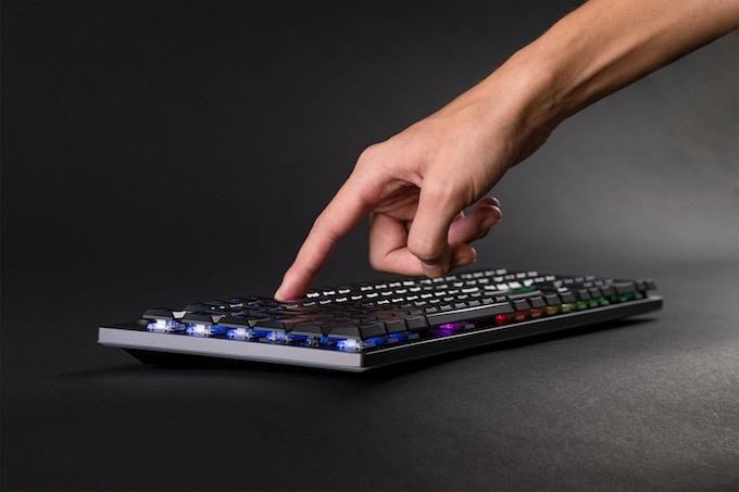 Touching the Venture Wireless Mechanical Keyboard