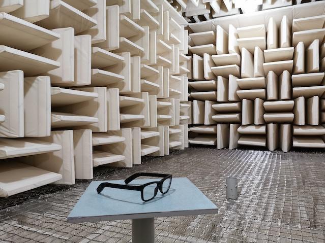 Vue inside an anechoic audio test chamber