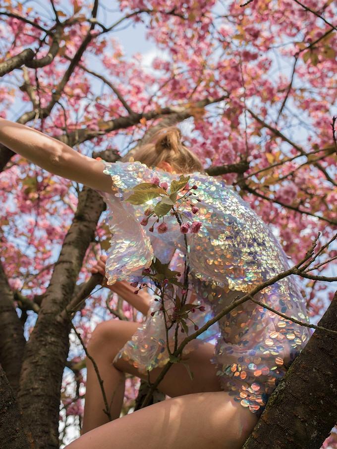 Girls in Trees, 2019 © Kirsten Becken