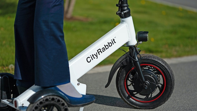 3 Wheels for easy on/off and a stable and safe ride. This also gives a front facing ride direction similar to a bike.