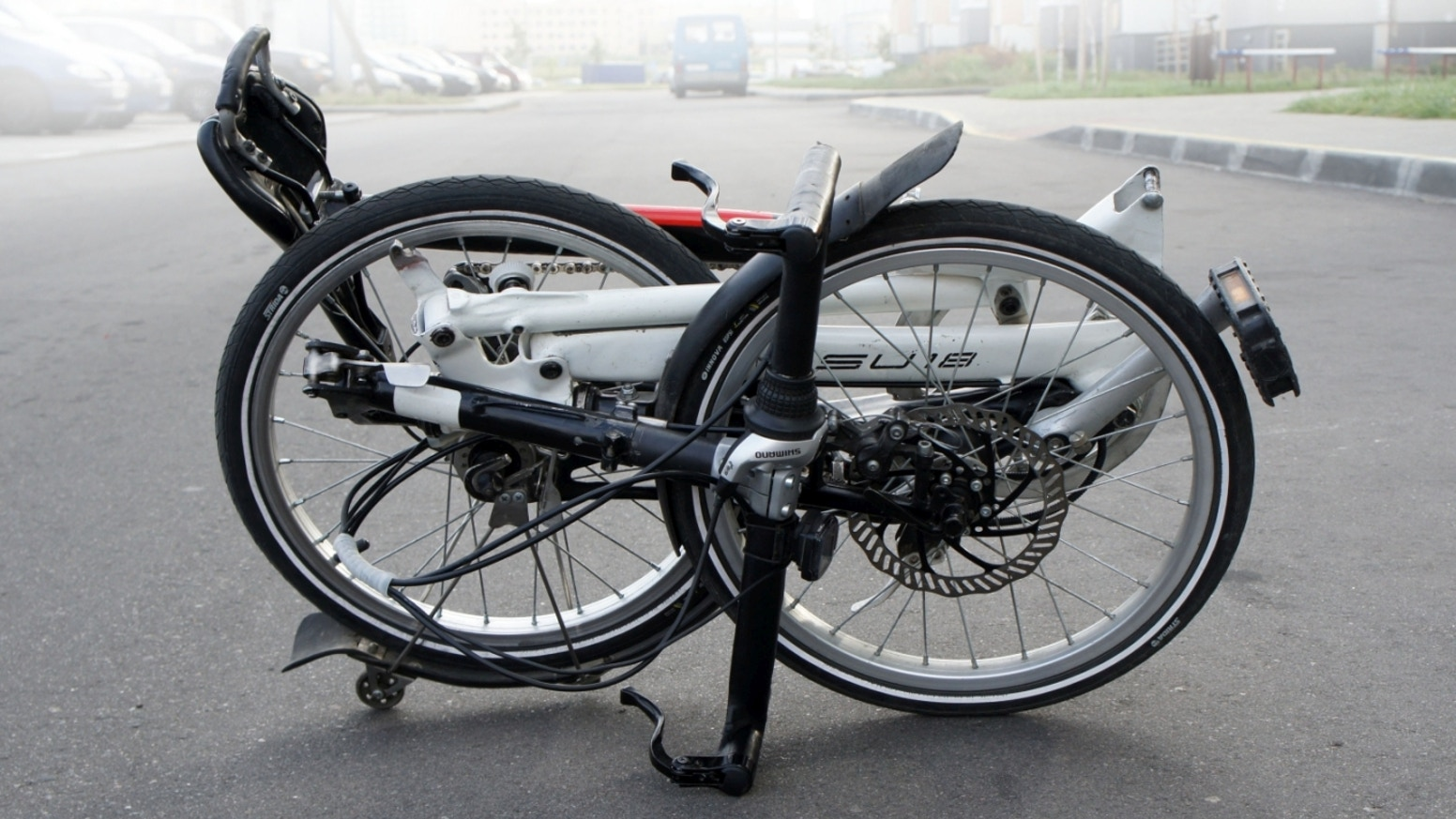 The folding bike with a revolutionary folding mechanism: It can be folded or unfolded in just 3-5 sec!