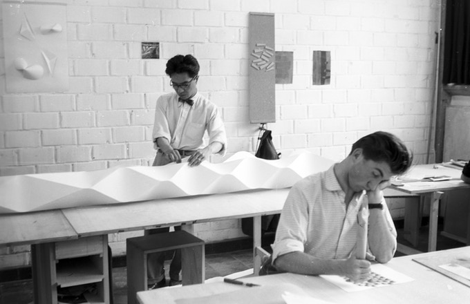 Students Shoichi Kawai and Herbert Lindinger (from left) in Albers' second preliminary course, 10 July, 1955.