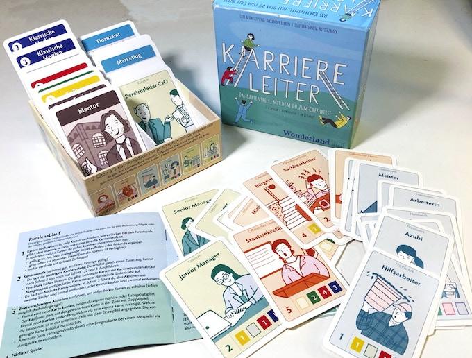 Ordnungsfans können die Karten in den zwei Box-Fächern gut sortiert aufbewahren.
