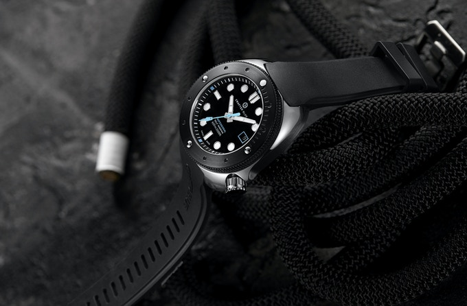 Crafter Blue S2 vulcanized rubber strap engineered for Hyperion Ocean 600m