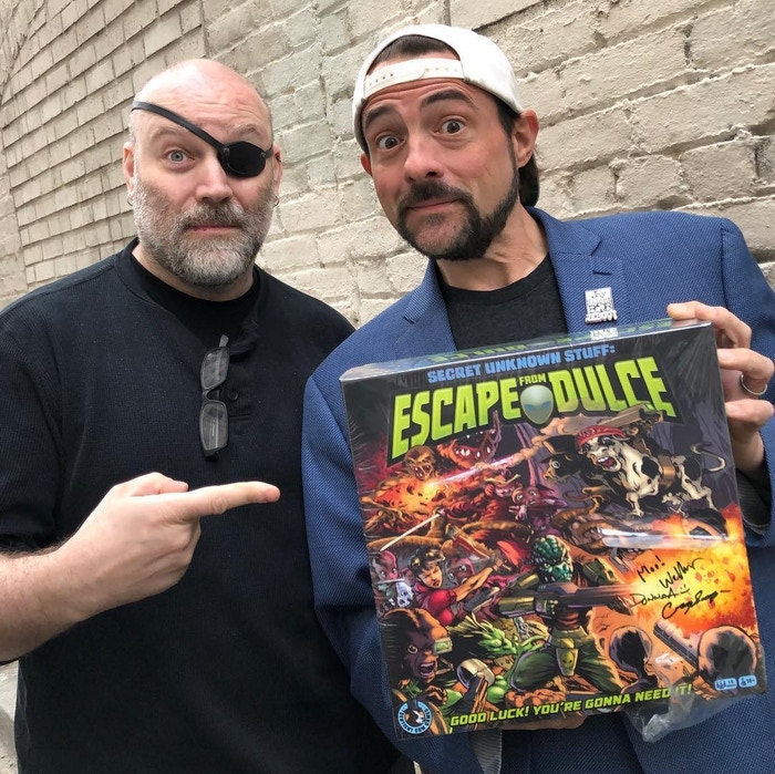 Yes, that is Kevin Smith holding a copy of EFD!