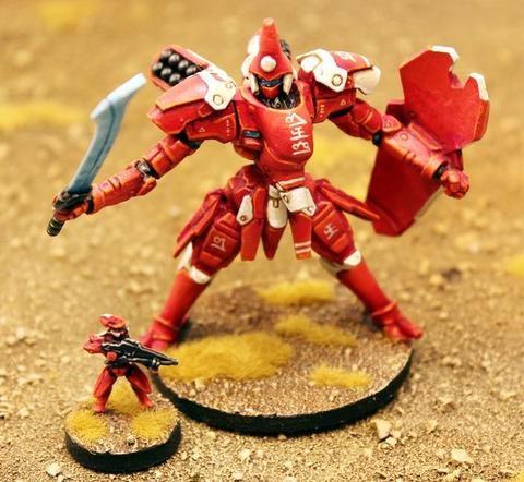 Yan'drassi Archon mecha. This model is highly posable and comes in six different variants. Pictured here with a Yan'drassi Tavshar elite at its feet.