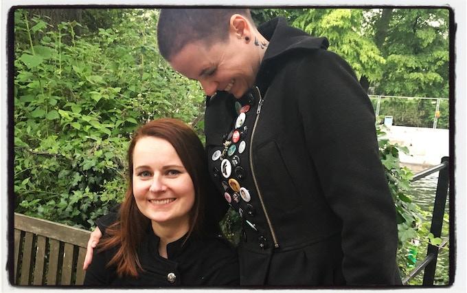Hanka Leo (Lektorin) und Sonja Rüther (Autorin & Verlegerin)