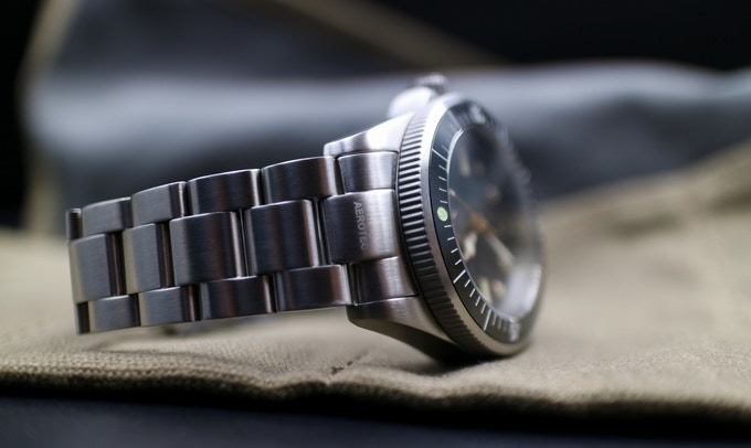 Photo credit : Crown And Clasp ( Fine workmanship with easy grip bezel )