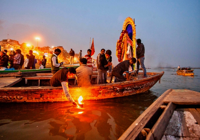 River of Offerings: a Photo Book about the Ganges River