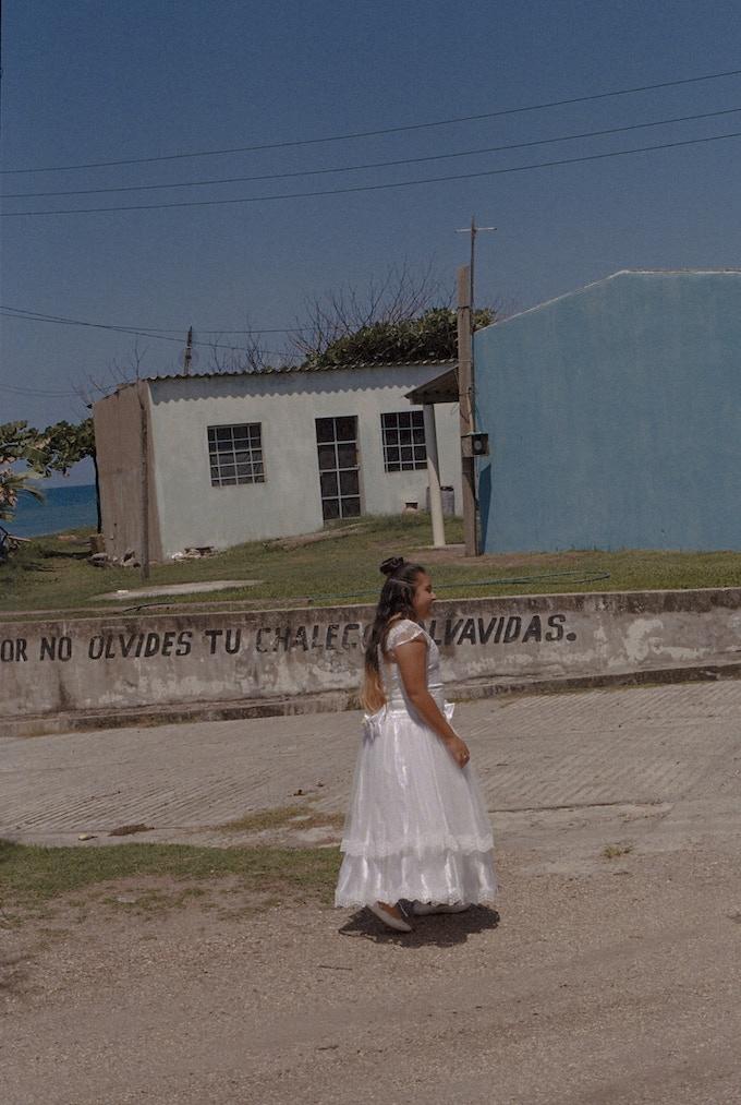Fotografía tomada por Fernando de una niña en la playa de Las Barrancas. / A photo taken by Fernando of a girl in Las Barrancas beach.