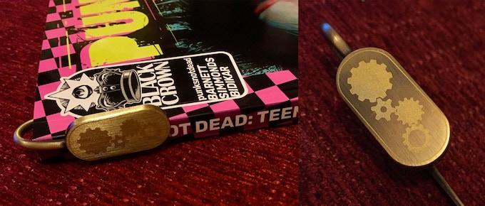 Metal bookmark hook