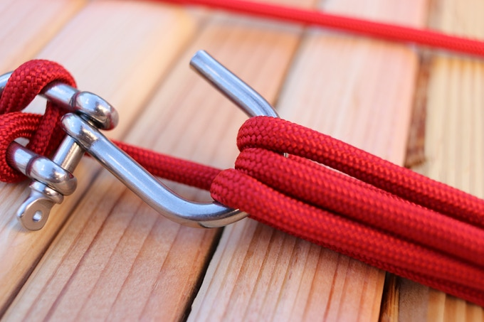 """Wide-mouth """"J"""" Shackle for easy use. Shown with 1/4"""" paramax rope."""