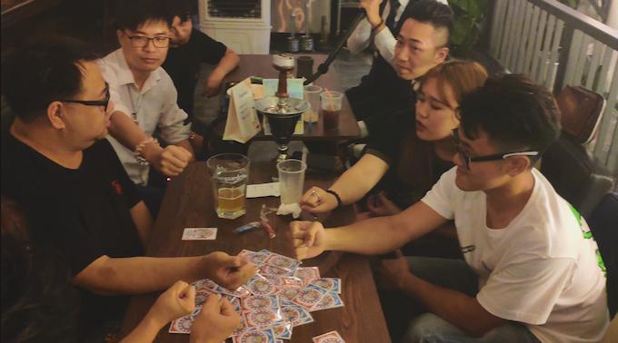 當然在酒吧等公眾場所玩也是完全OK的!