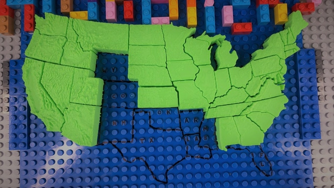 A novice puzzle solver will have the option of using the outline and state abbreviations on the included baseplate.