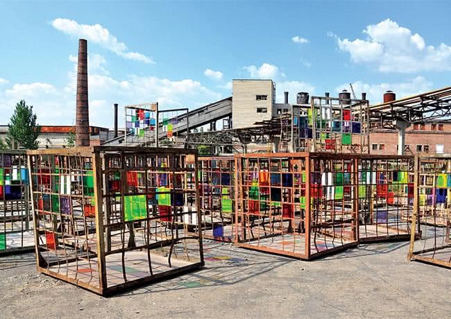 Daniel Buren, Dans les filets, la couleur, site-specific installation, IZOLYATSIA Platform for Cultural Initiatives, Donetsk, 2012