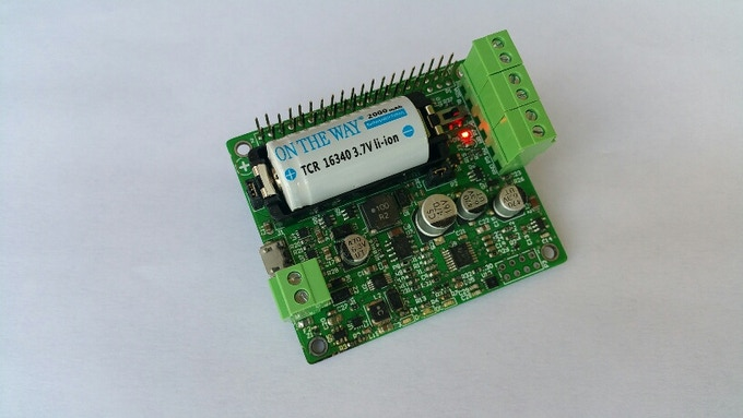 Pi16340 SMART UPS HAT with Battery Inserted