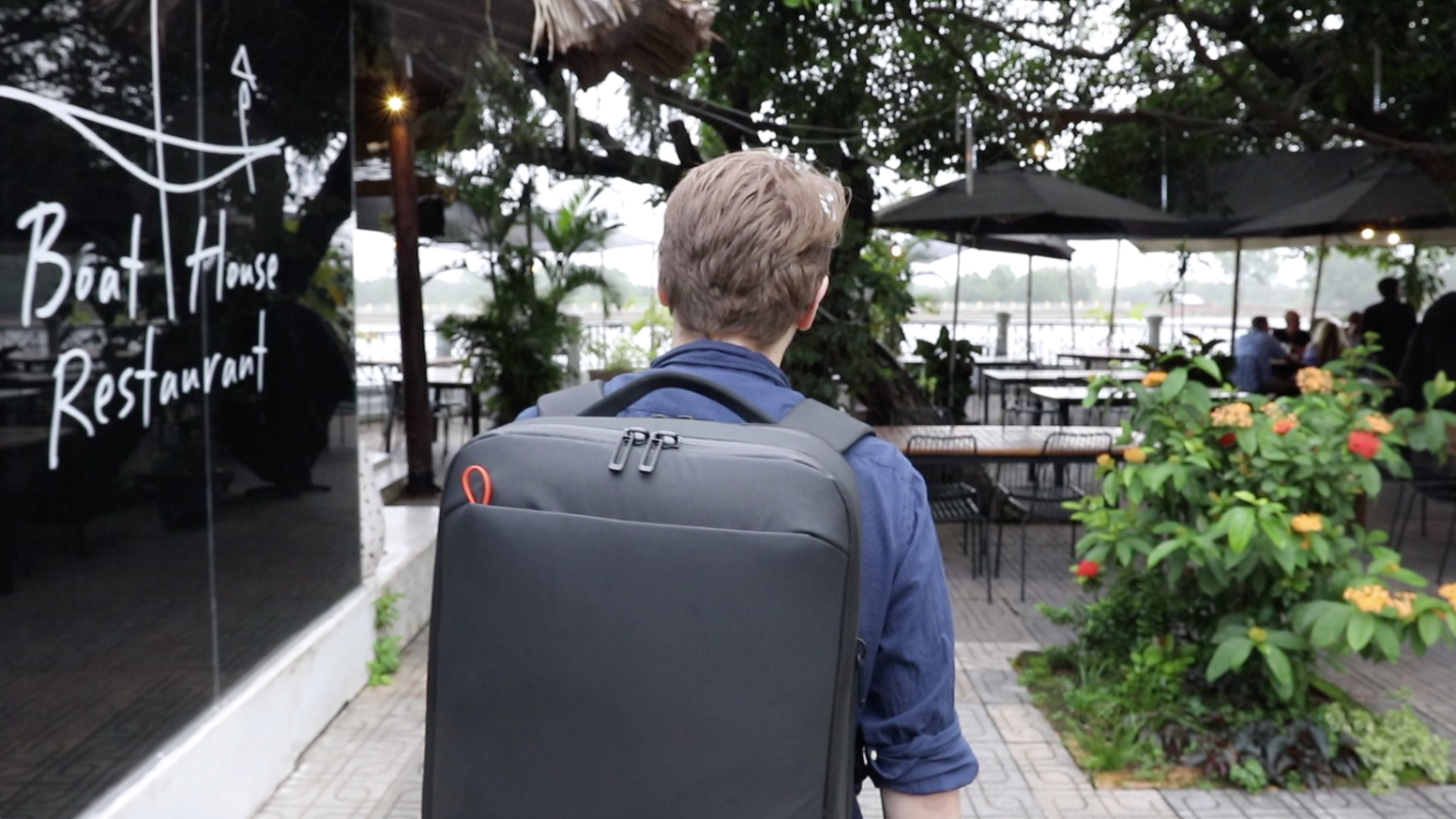 The carry-on for minimalist travelers - lightweight, waterproof & functional. Dutch design with strong focus on quality and finish.