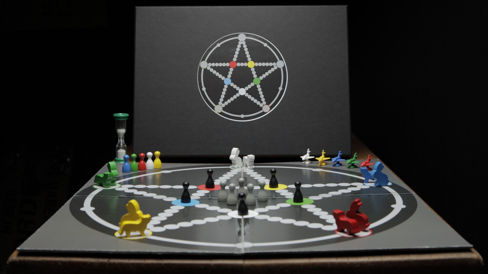 More a discovery than an invention: The diceless game played on the pentagram star.