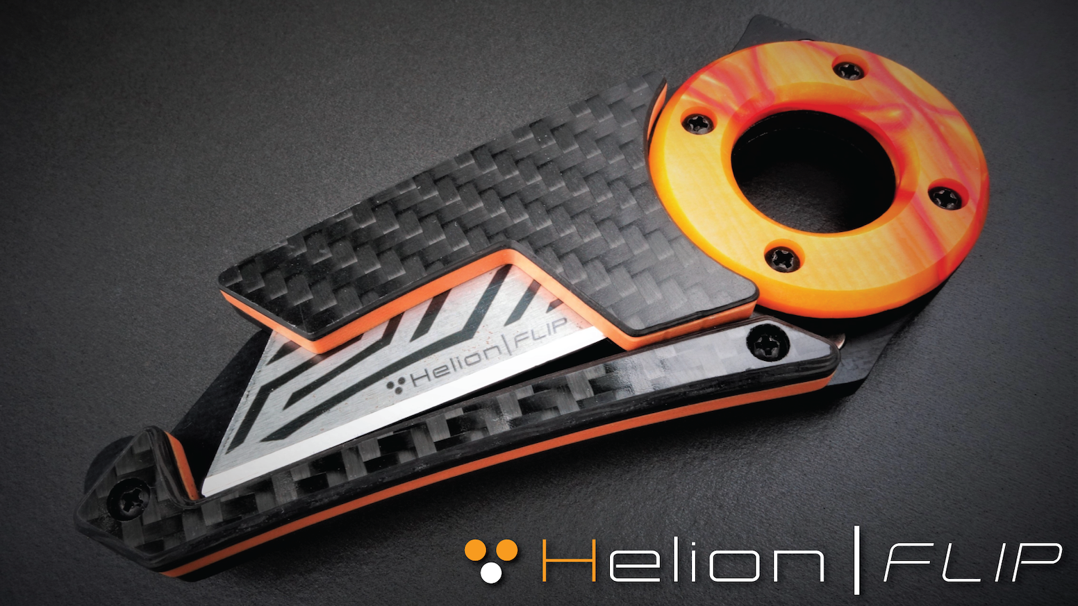 A feature packed EDC knife with tool-less blade change & a unique magnetic lock system. Crafted from exotic Kirinite & carbon fiber.