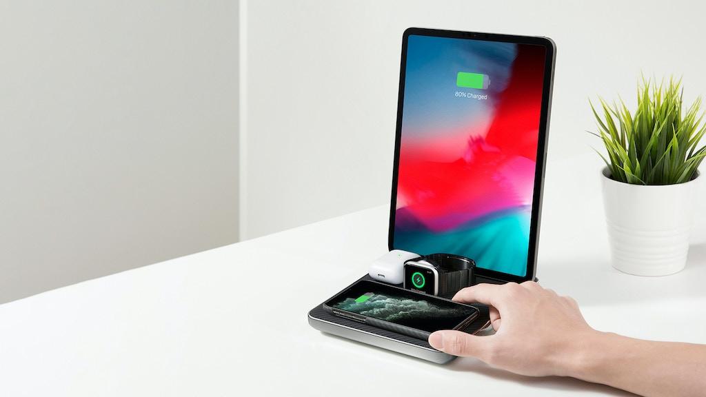 Appleファン必須!!MFi認定のiPhone, iPad, AppleWatrch,AirPodsの同時充電が可能な充電ステーショーン「Air Quad」