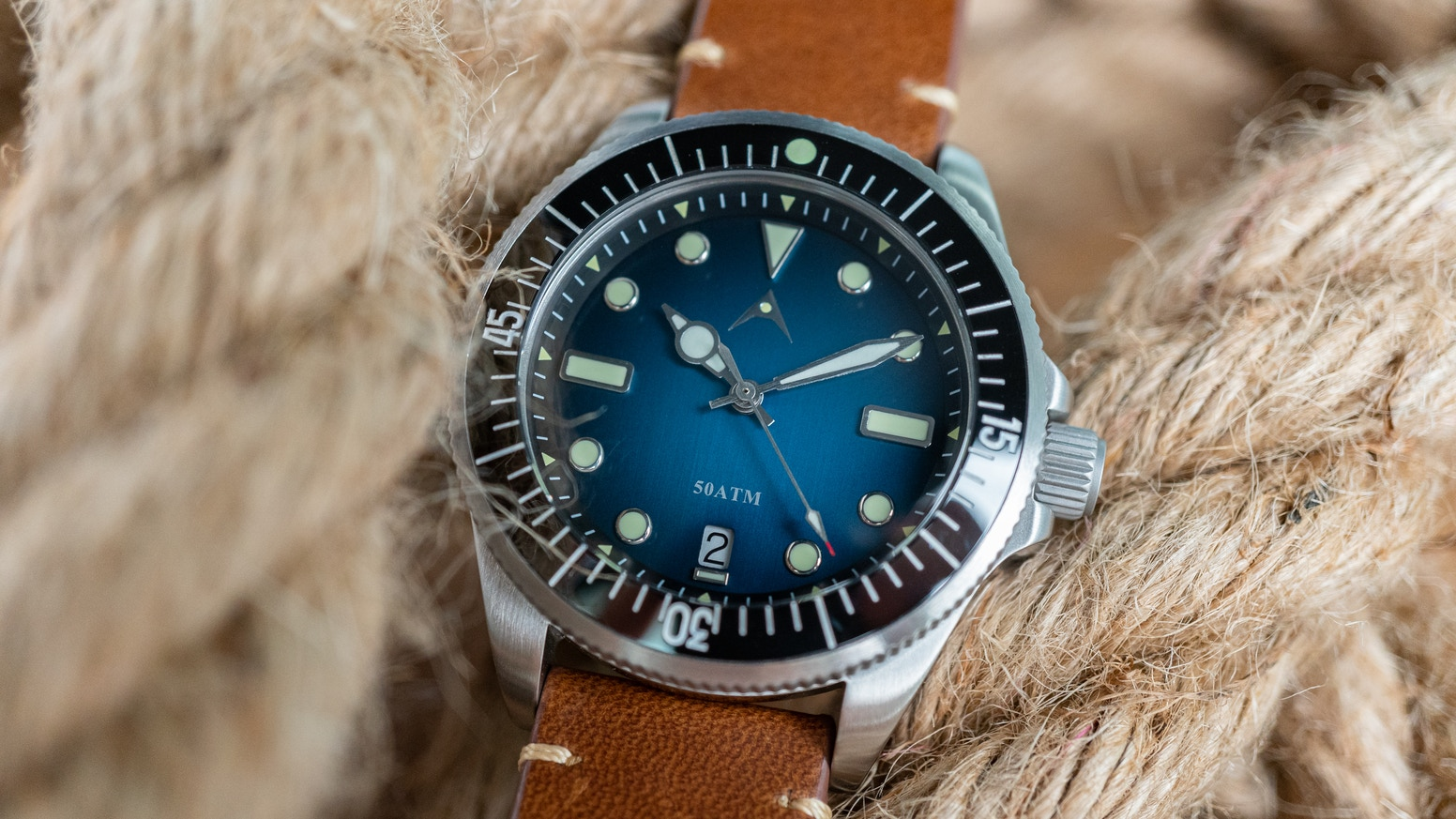 A good value retro diver inspired dive watch with the concept of heritage and modernity, design with functionality of both world