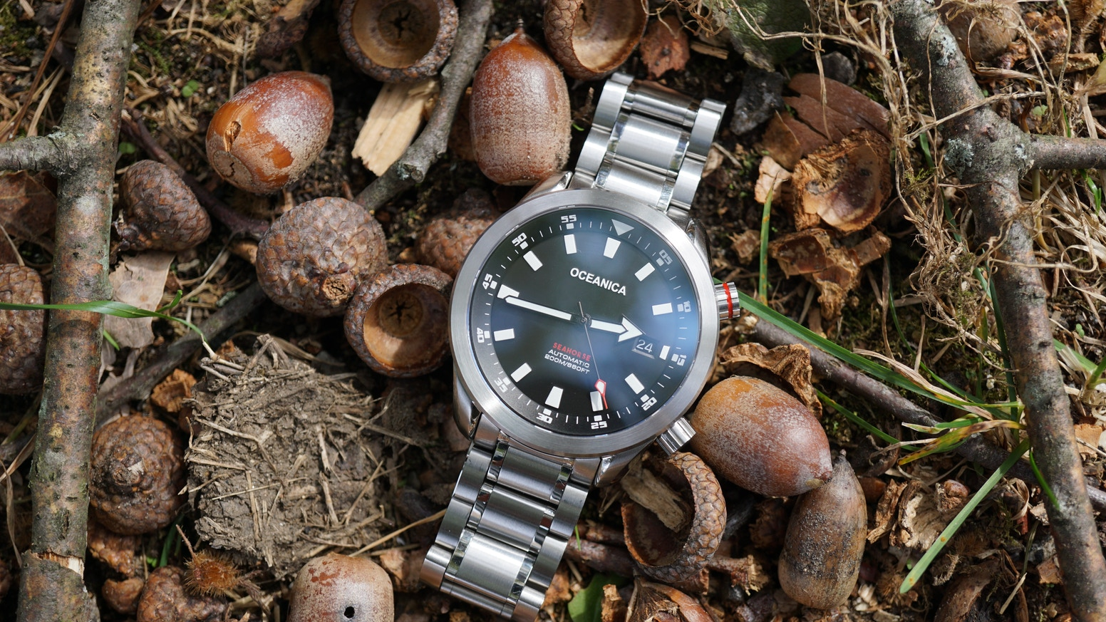 A Vintage styled modern  Super Compressor Automatic mens Diving Watch with Modern Materials