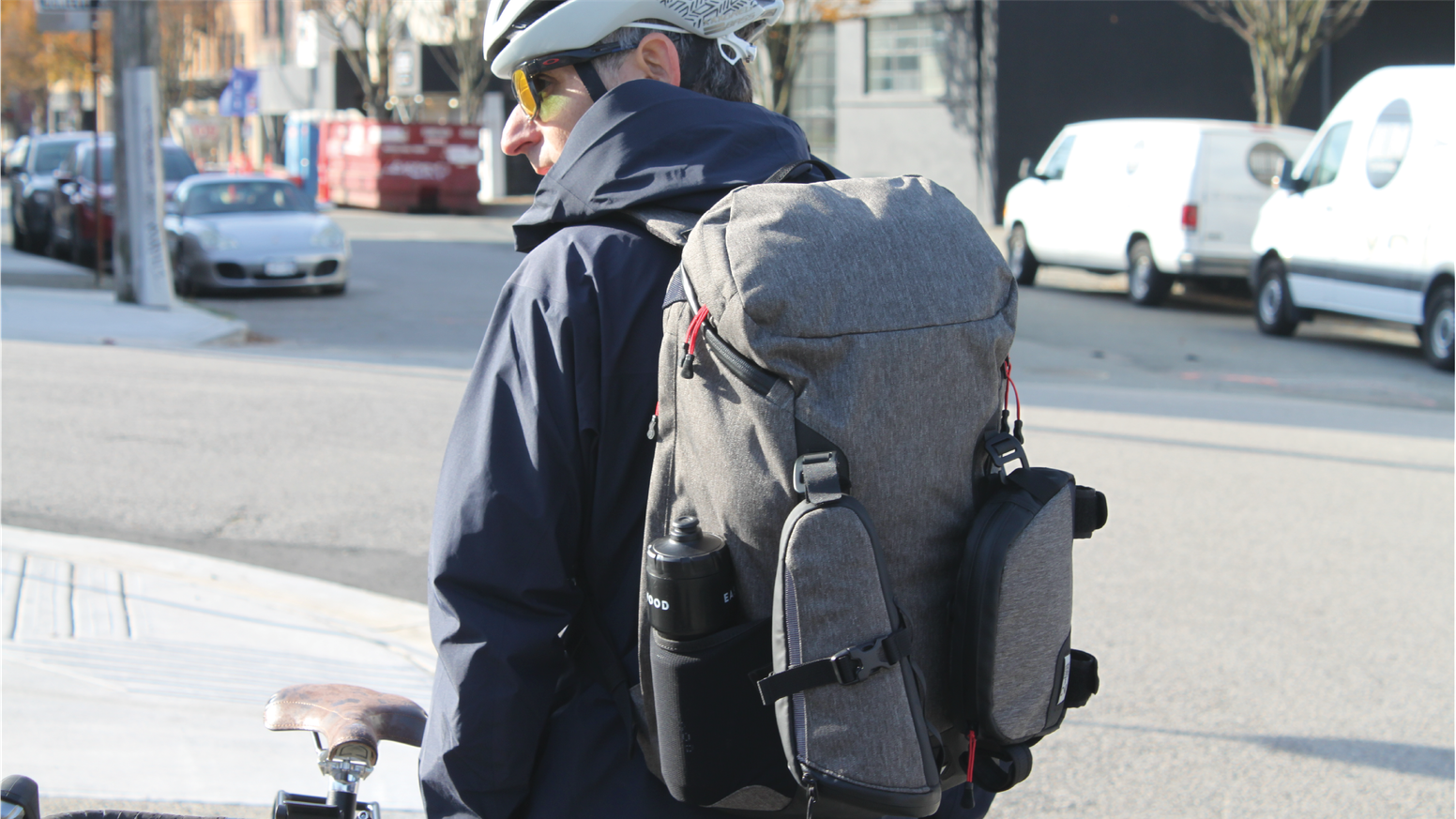 The 3-piece commuter bag designed to carry everything on and off your bicycle