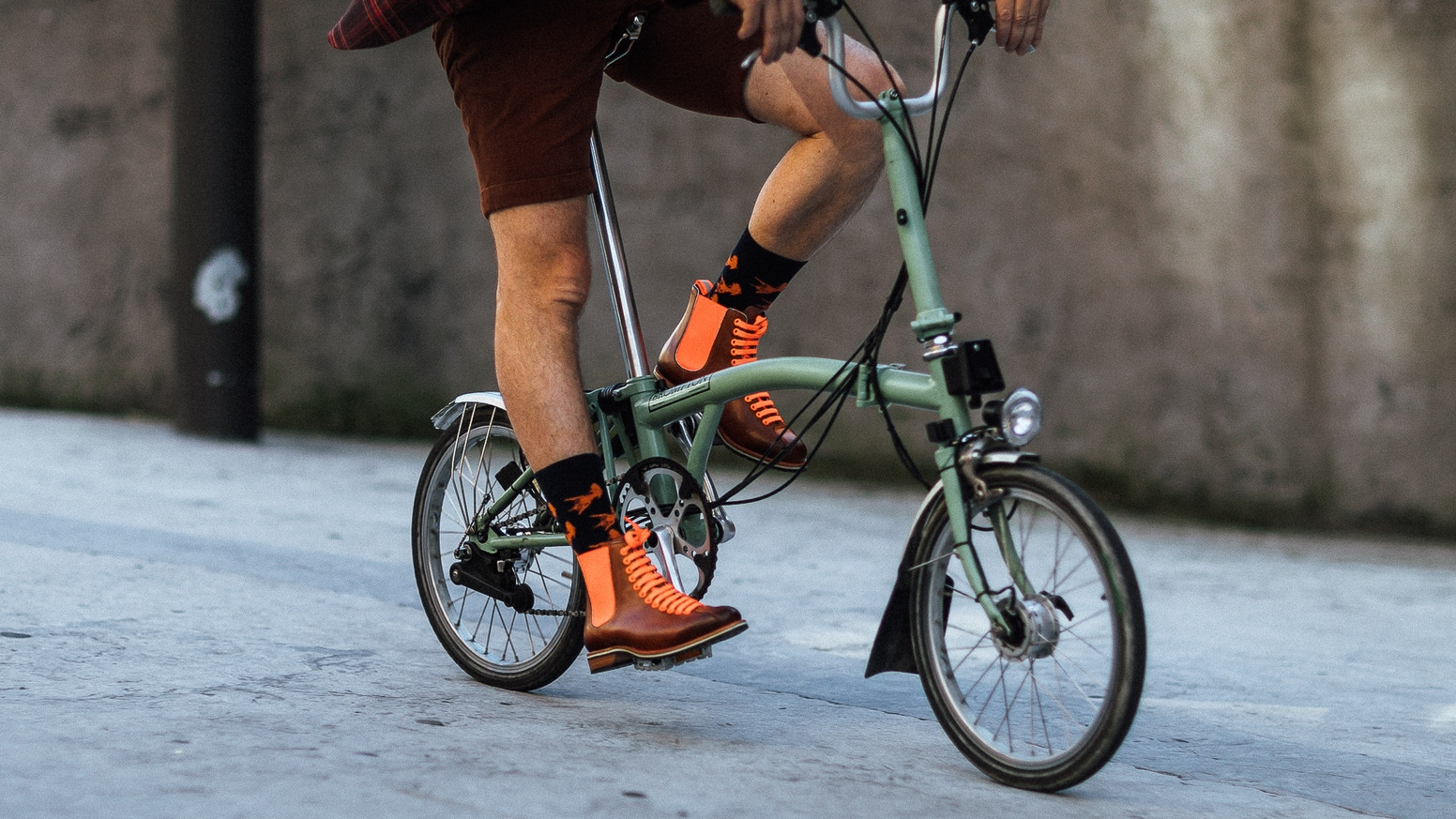 Shoes & Bags. Endurance, safety, sustainability and state-of-the-art design. Libertad Avenue has a conscious approach.