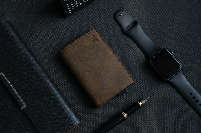 Slim wallet with a smart design and functions.