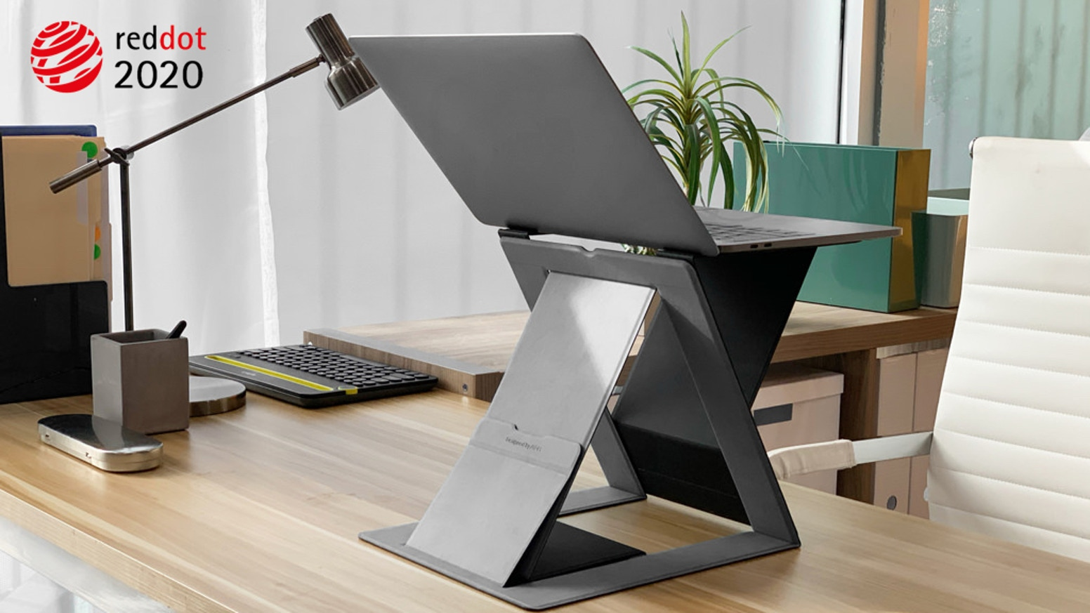 It helps you develop a healthy sit-stand working posture in an easy way, keeping you active and productive all day.