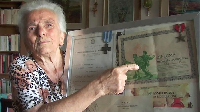 """DVD-Erstellung des Films """"Geschenkt wurde uns nichts - die Geschichte einer italienischen Partisanin"""" mit Bonusmaterial und Booklet."""