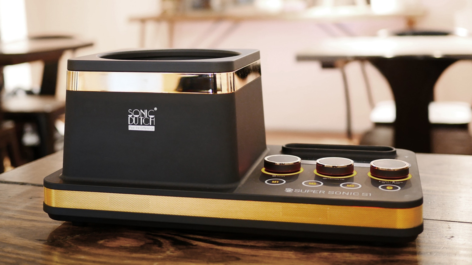 Be your own barista and extract cold-brew coffee in just five minutes with innovative sound wave technology by Sonic Dutch.