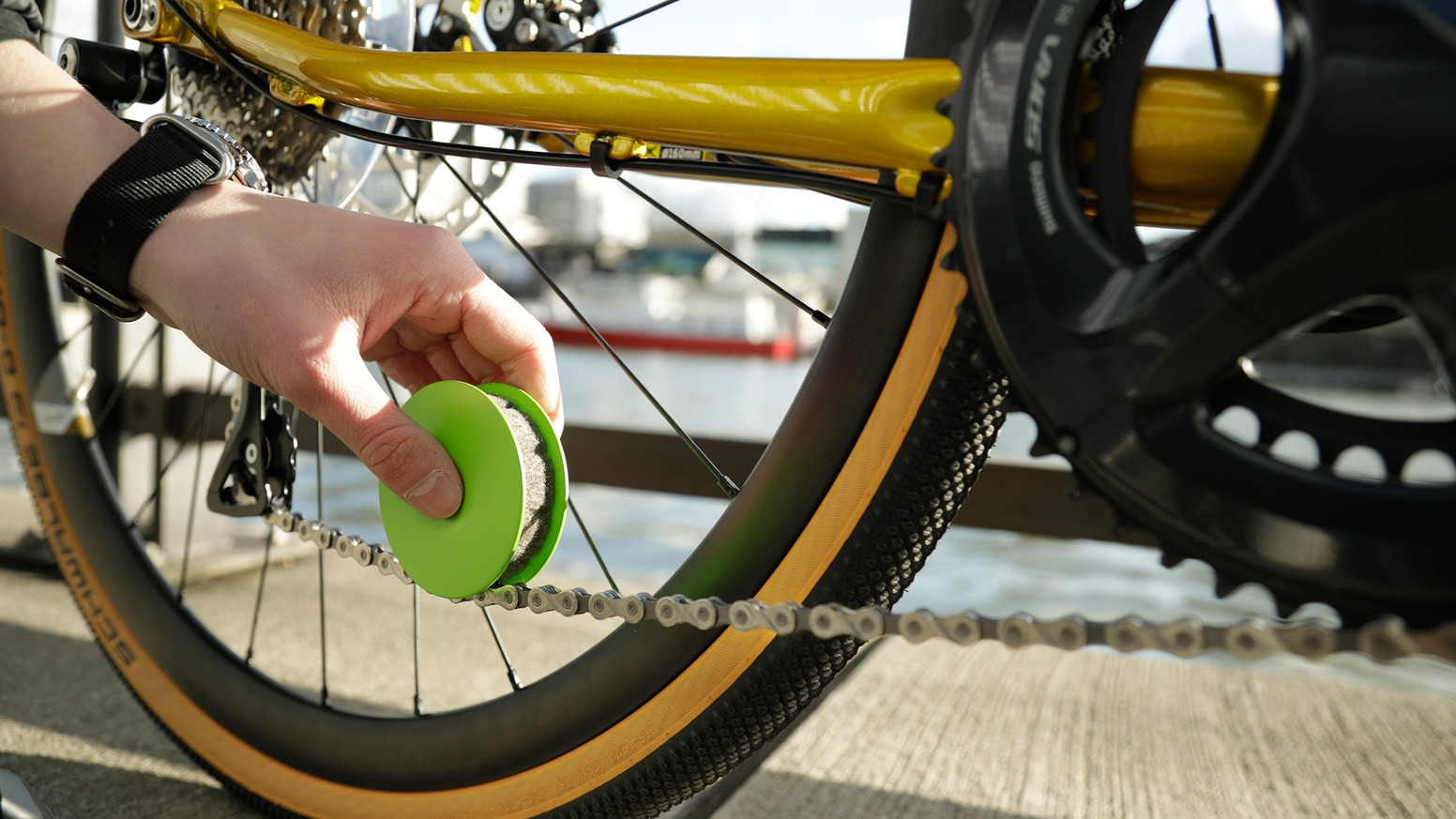 Green Disc – Lubricate your bike chain in seconds & protect the environment! Our shop is open!