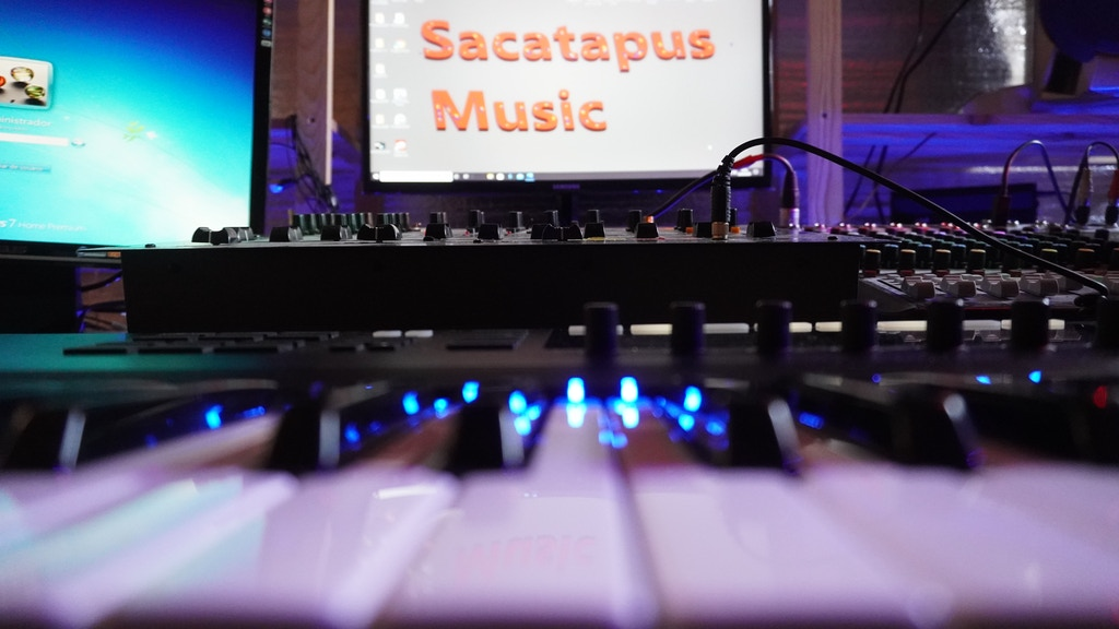 SACATAPUS MUSIC. Sound and Music production by bus.